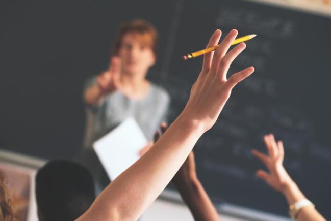 اخذ پذیرش رایگان دوره های یادگیری آموزش زبان از کالج و موسسات زبان